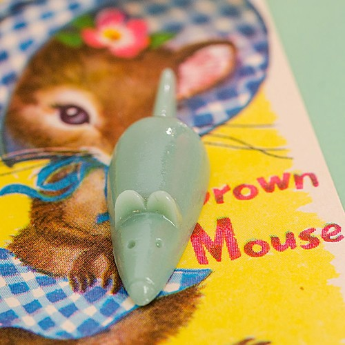 Retro Resin Mouse Brooch Pale Green NBC