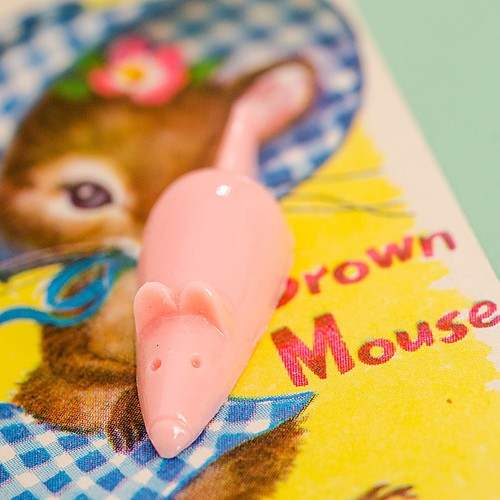 Retro Resin Mouse Brooch Pink NBC