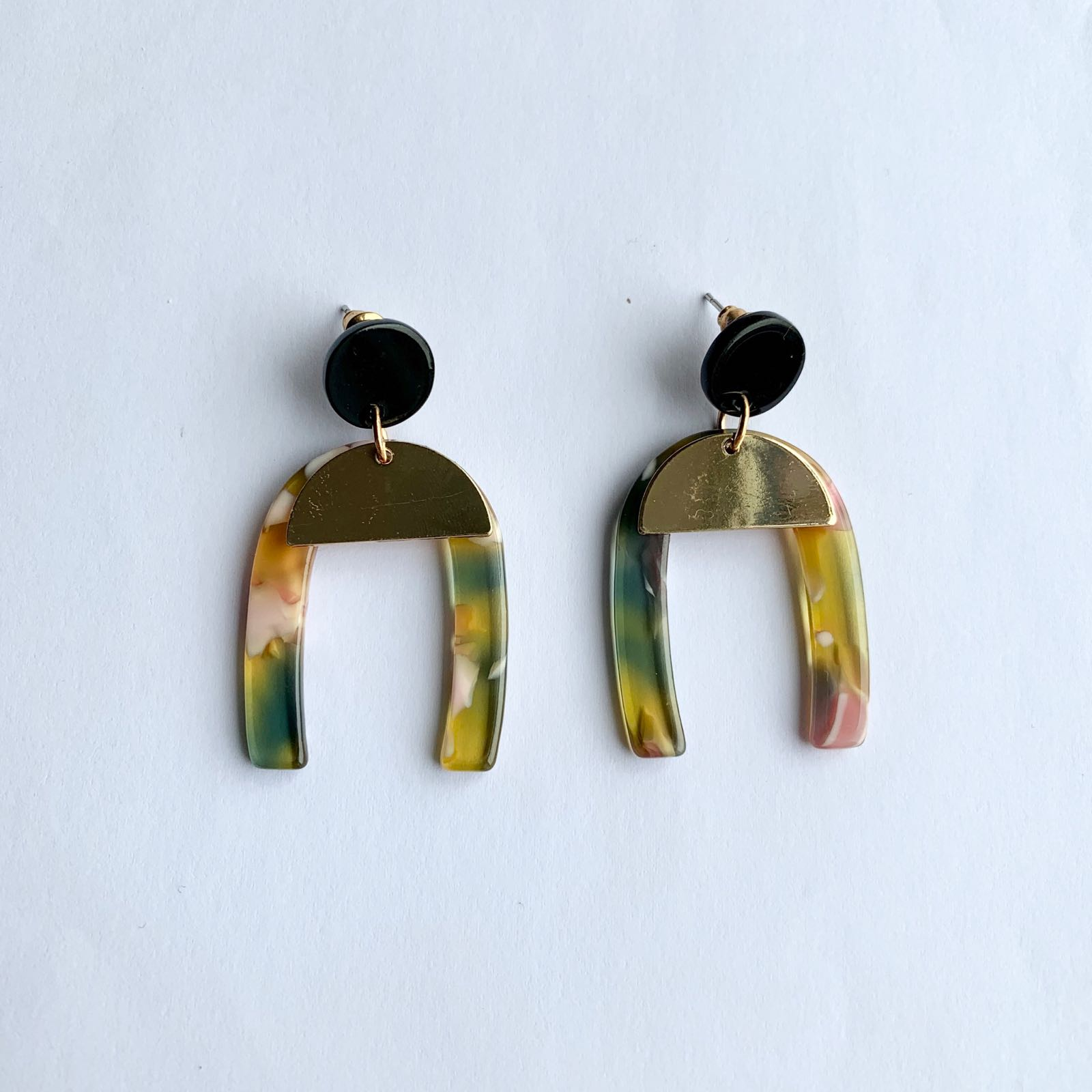 Claudia Arch Resin Earrings pink & green