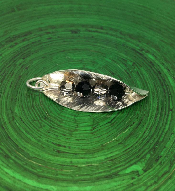 POW025, Leaf Black/Gold Crystal Necklace