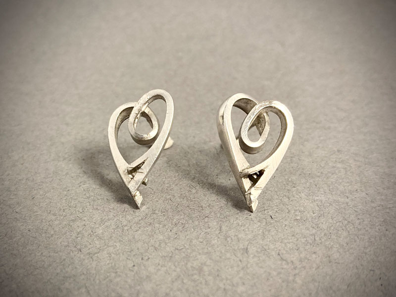 WES173, Heart earrings