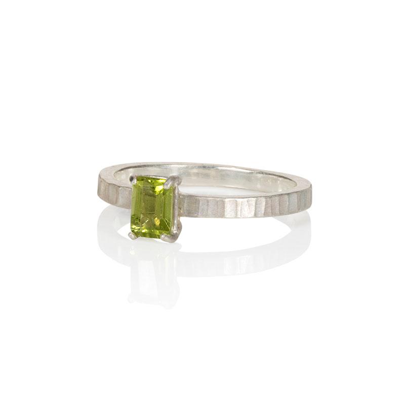 WES098, Cambium Slim Band Peridot ring