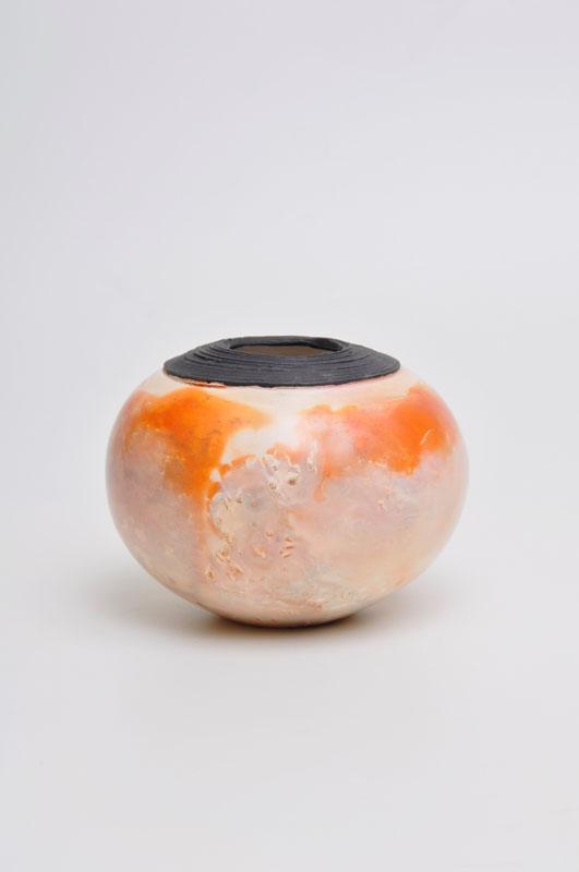 GIB005, Thrown orange pot with black rim