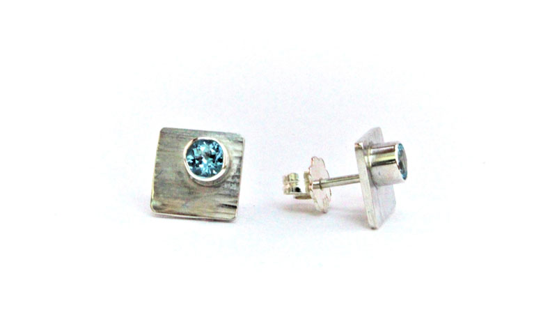 KEI020, Earrings with blue Topaz