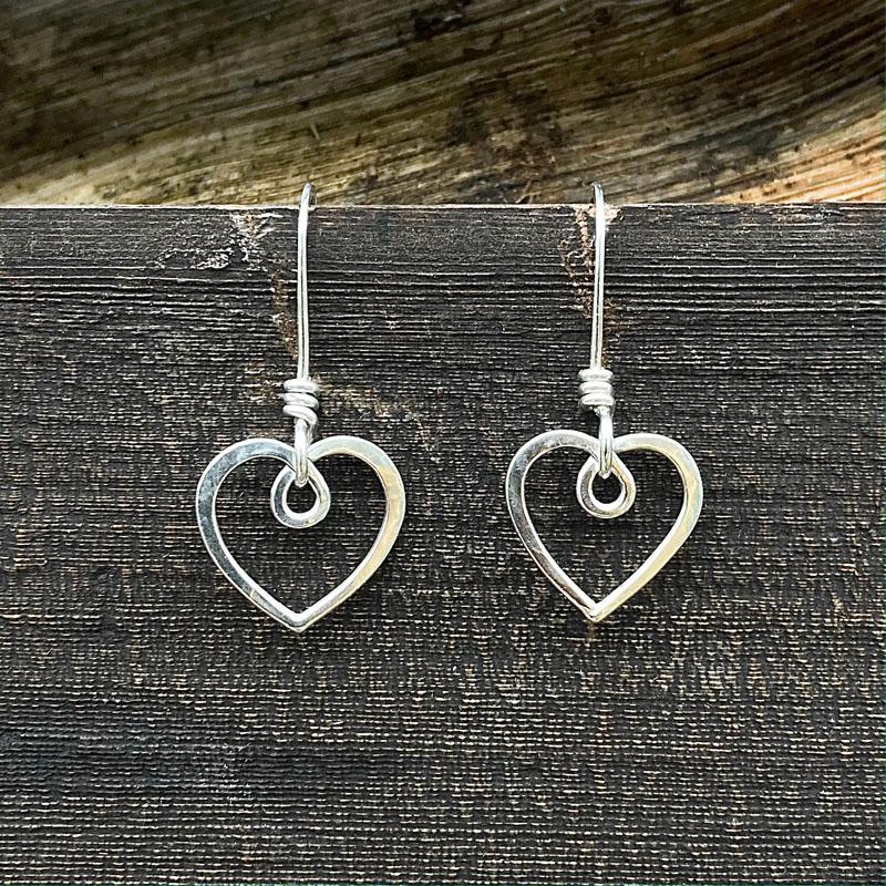 WES203, Heart earrings
