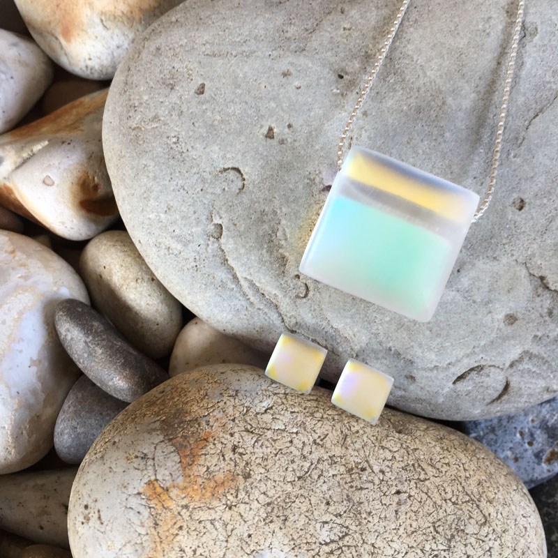 """PAX303, Glow - Square 18"""" Necklace"""