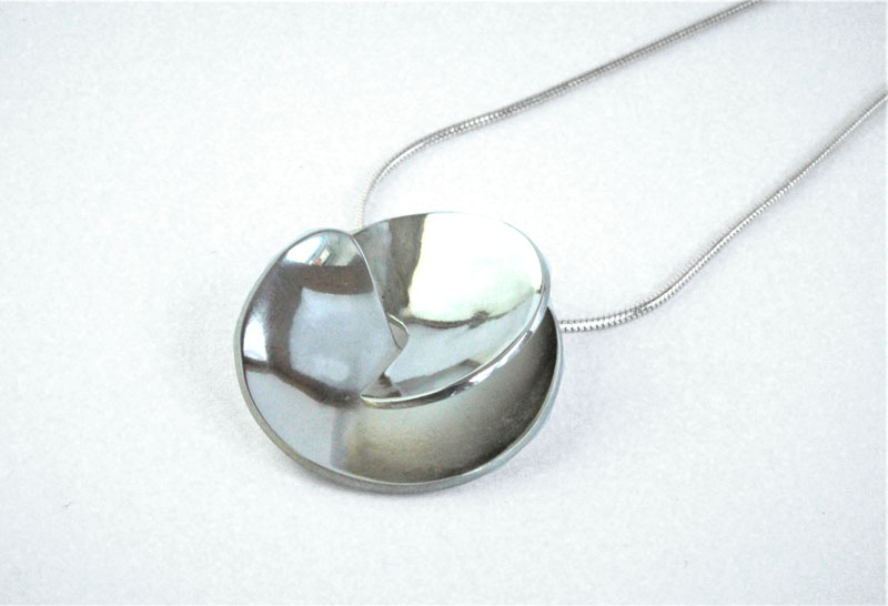 KEI007, Pendant with Chain