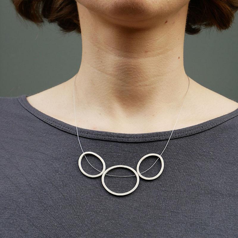 WES189, Triple Pebble necklace