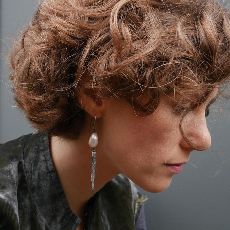 WES179, Heat textured pearl earrings