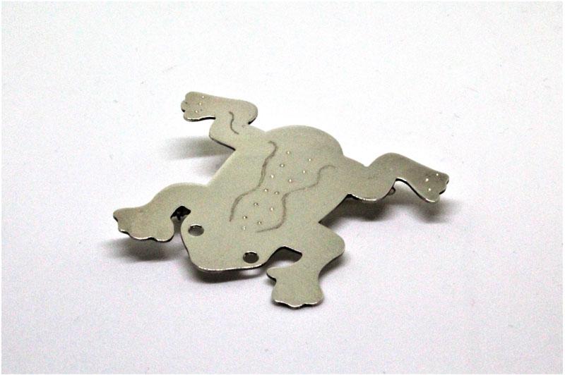 KEI026, Frog Brooch