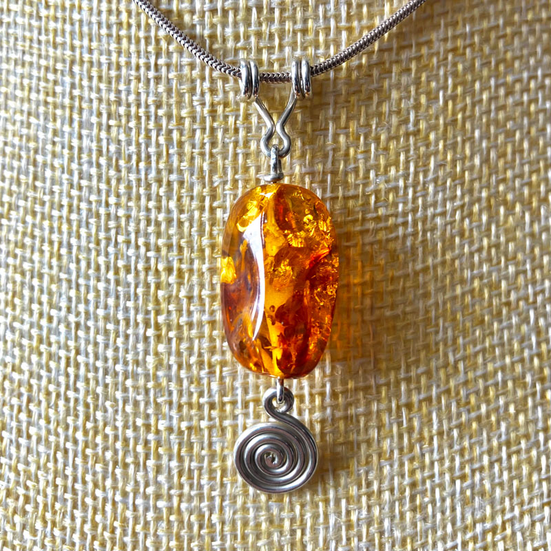 WES092, Coil Amber pendant
