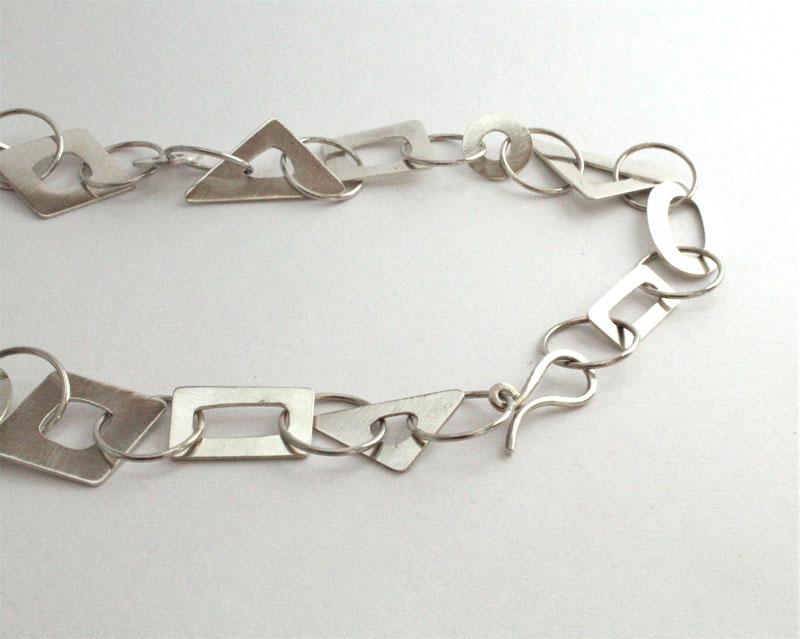 KEI013, Chain