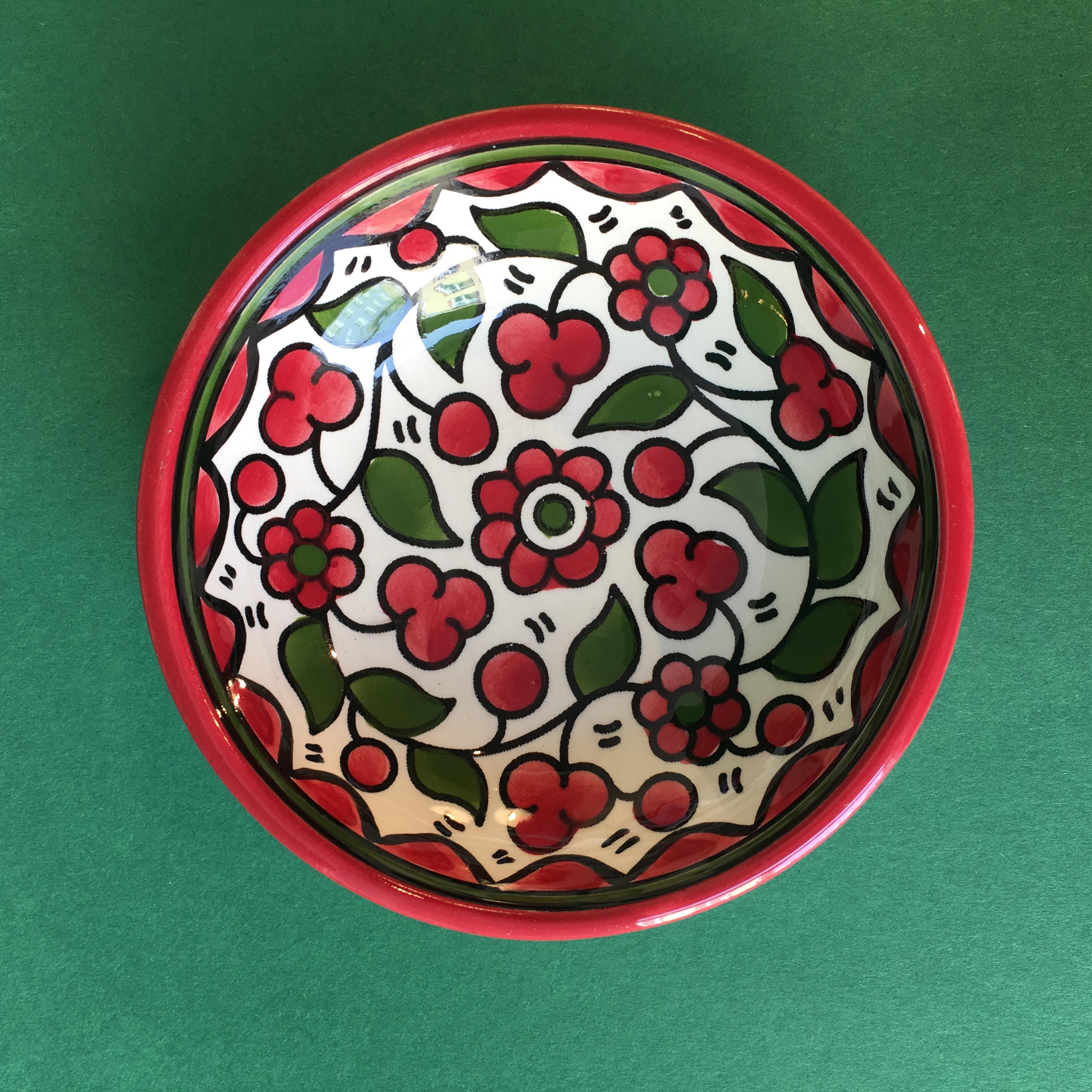 Liten keramikkskål, rød og grønn