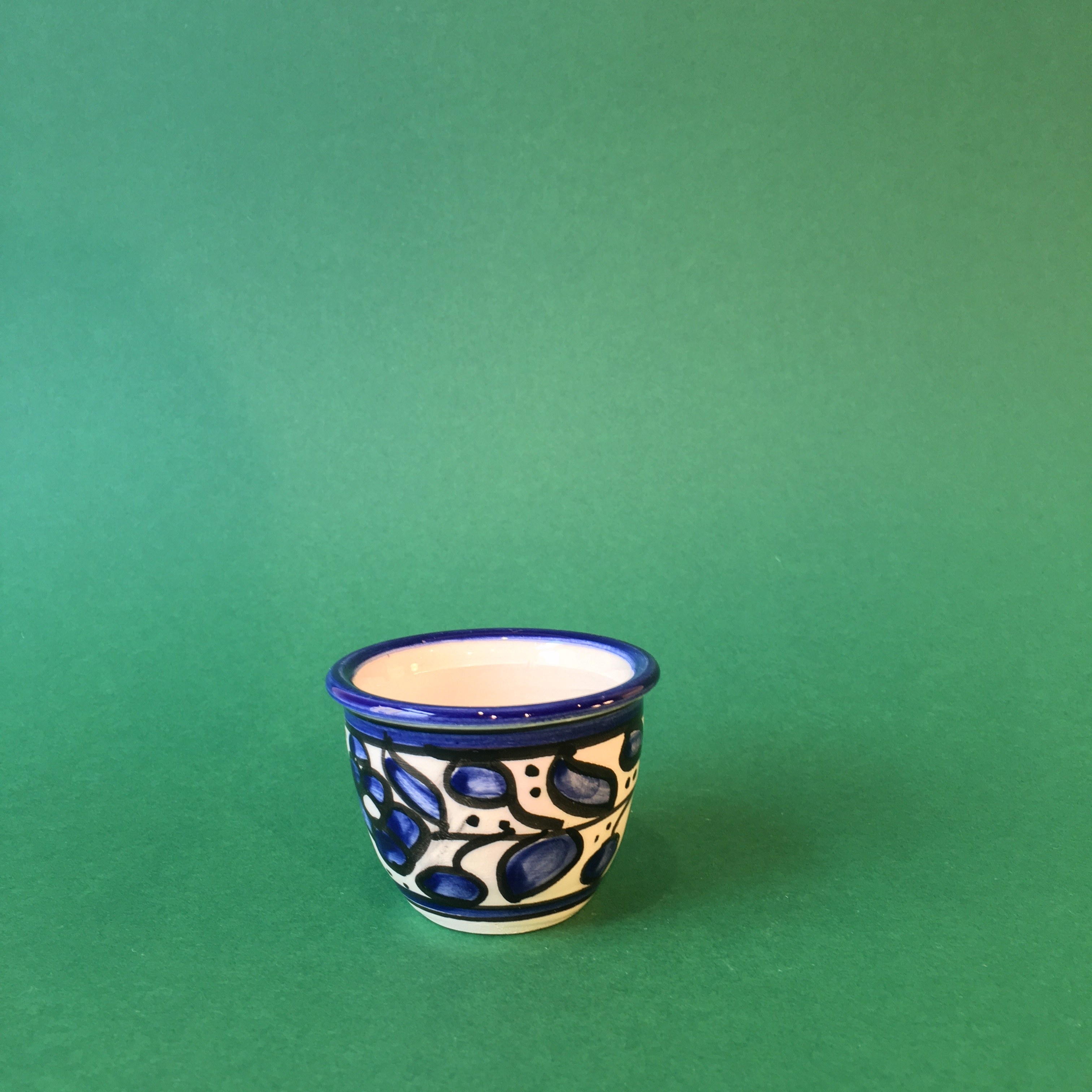Arabisk kaffekopp, keramikk. Blå
