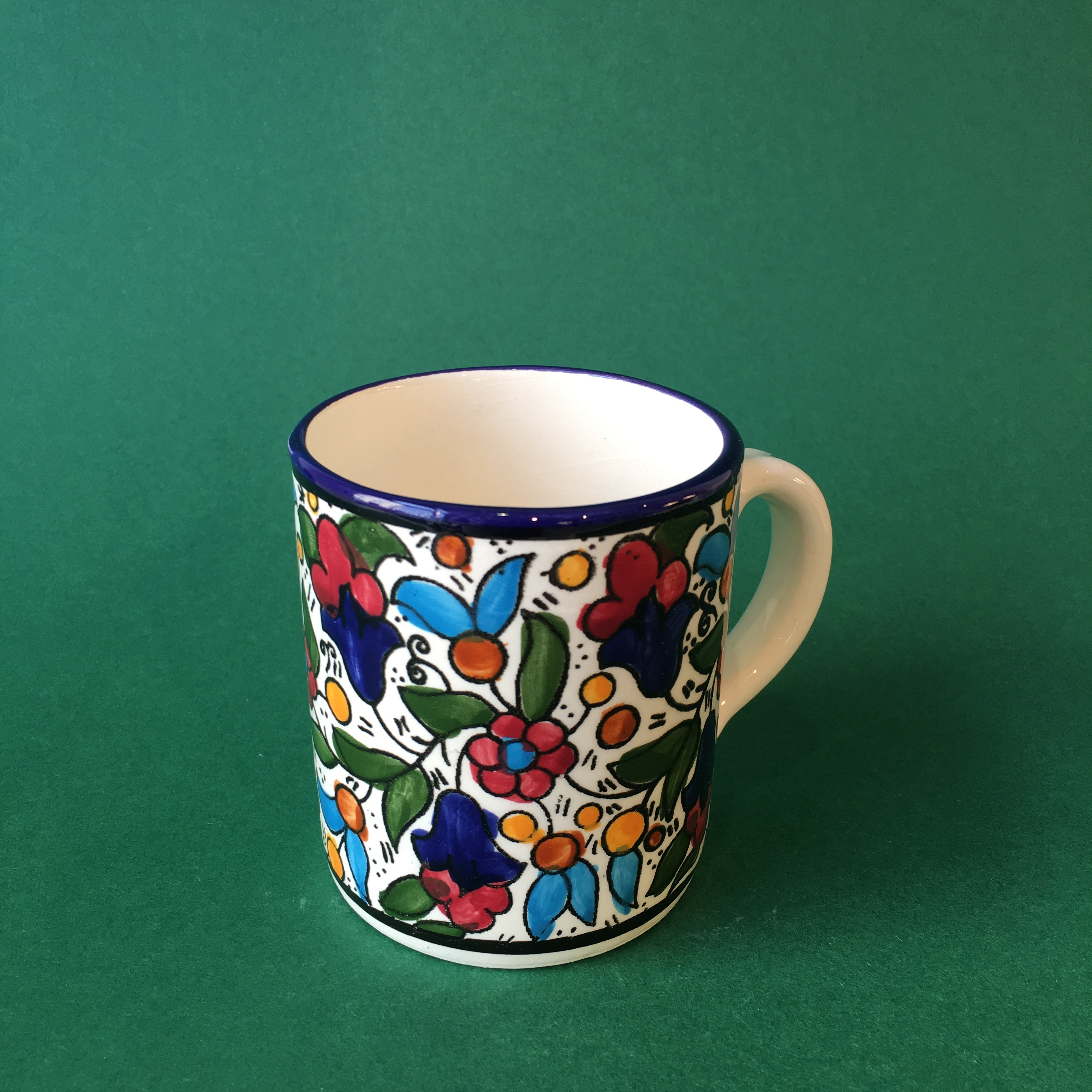 Mellomstor keramikkopp, flerfarget