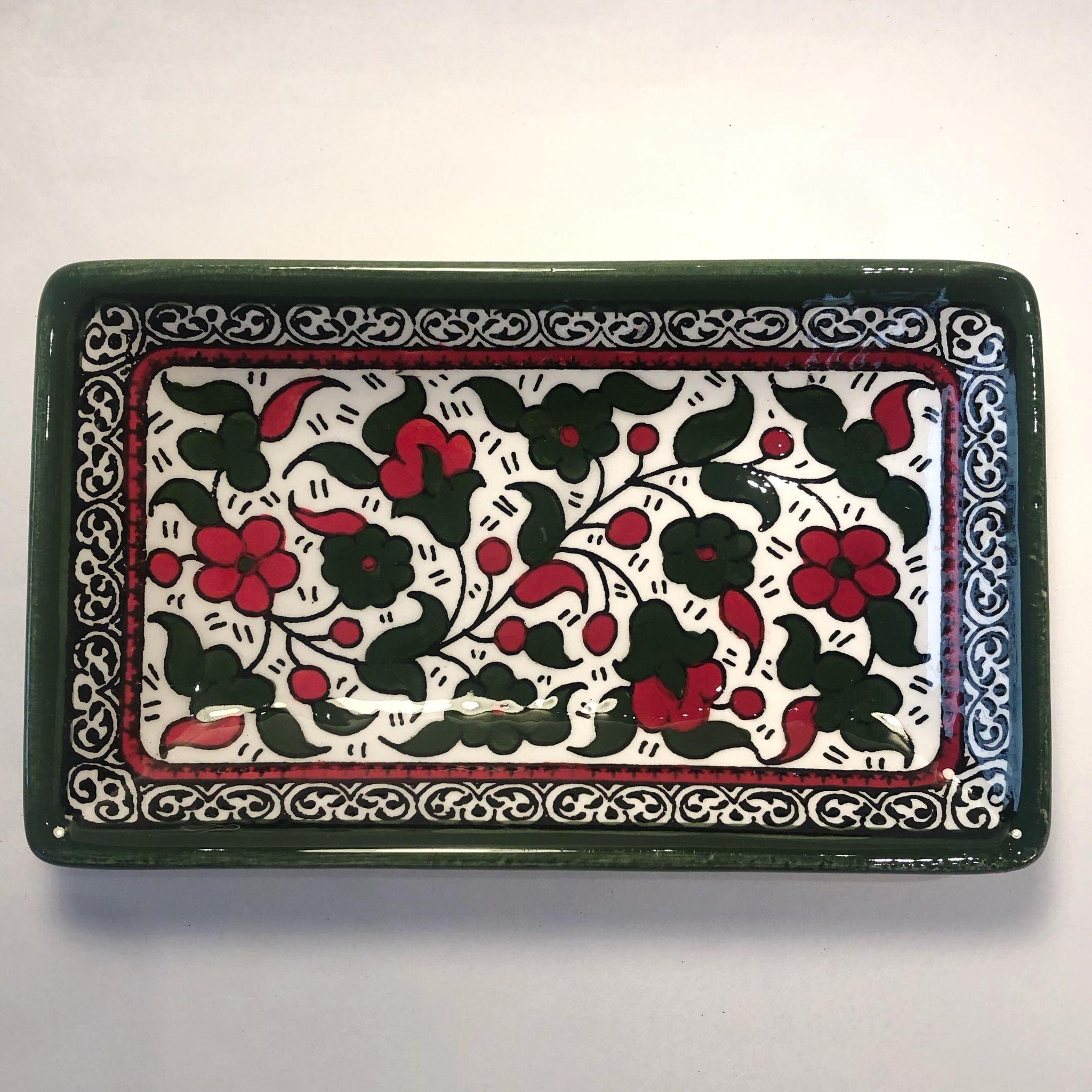 Firkantet keramikkskål, grønn og rød