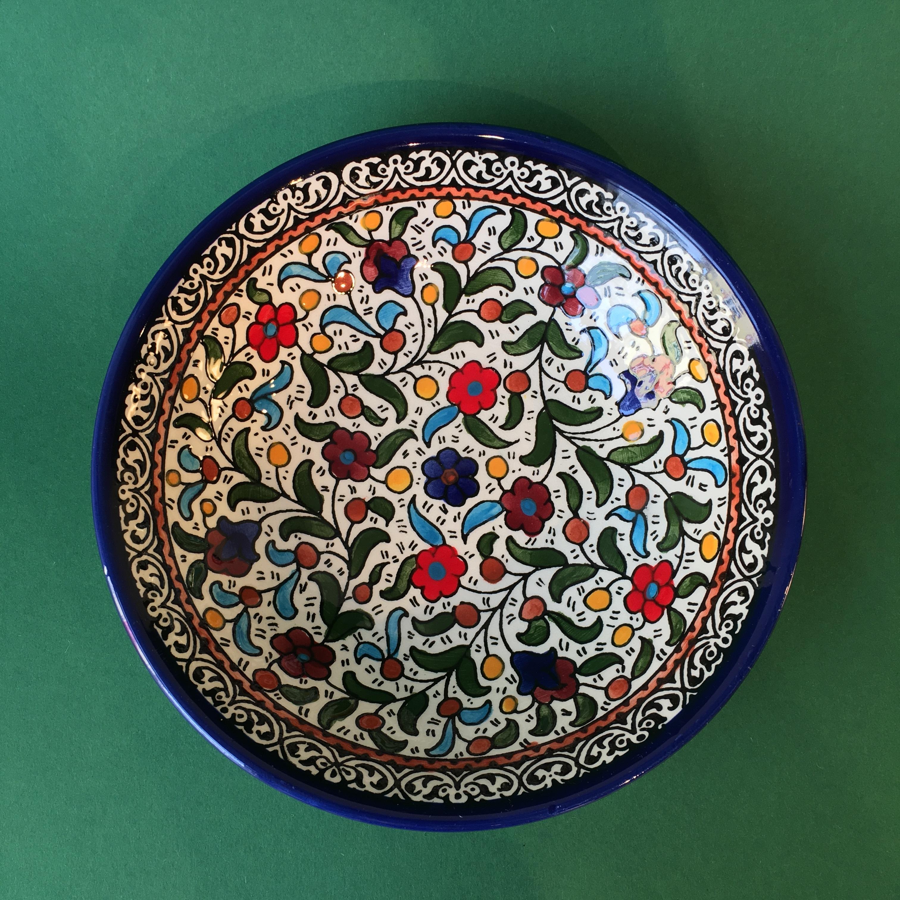 Stor keramikkskål, flerfarget (lite mønster)