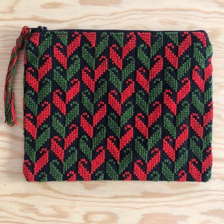 Stor brodert pung, rød og grønn