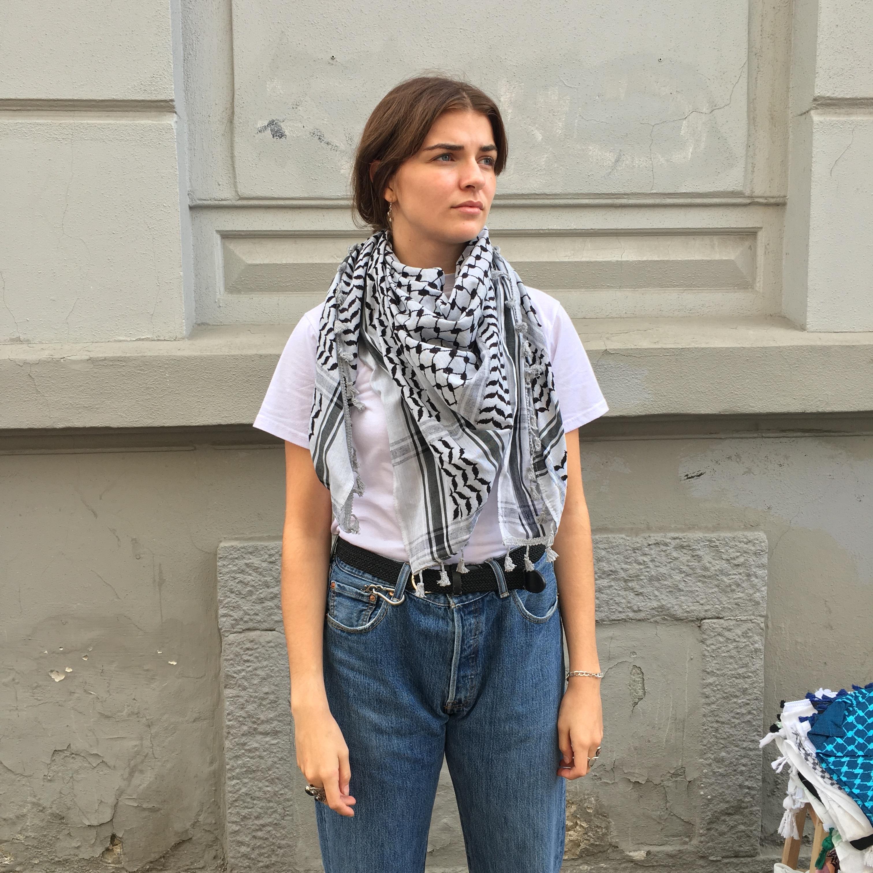 Palestinaskjerf, grått og svart