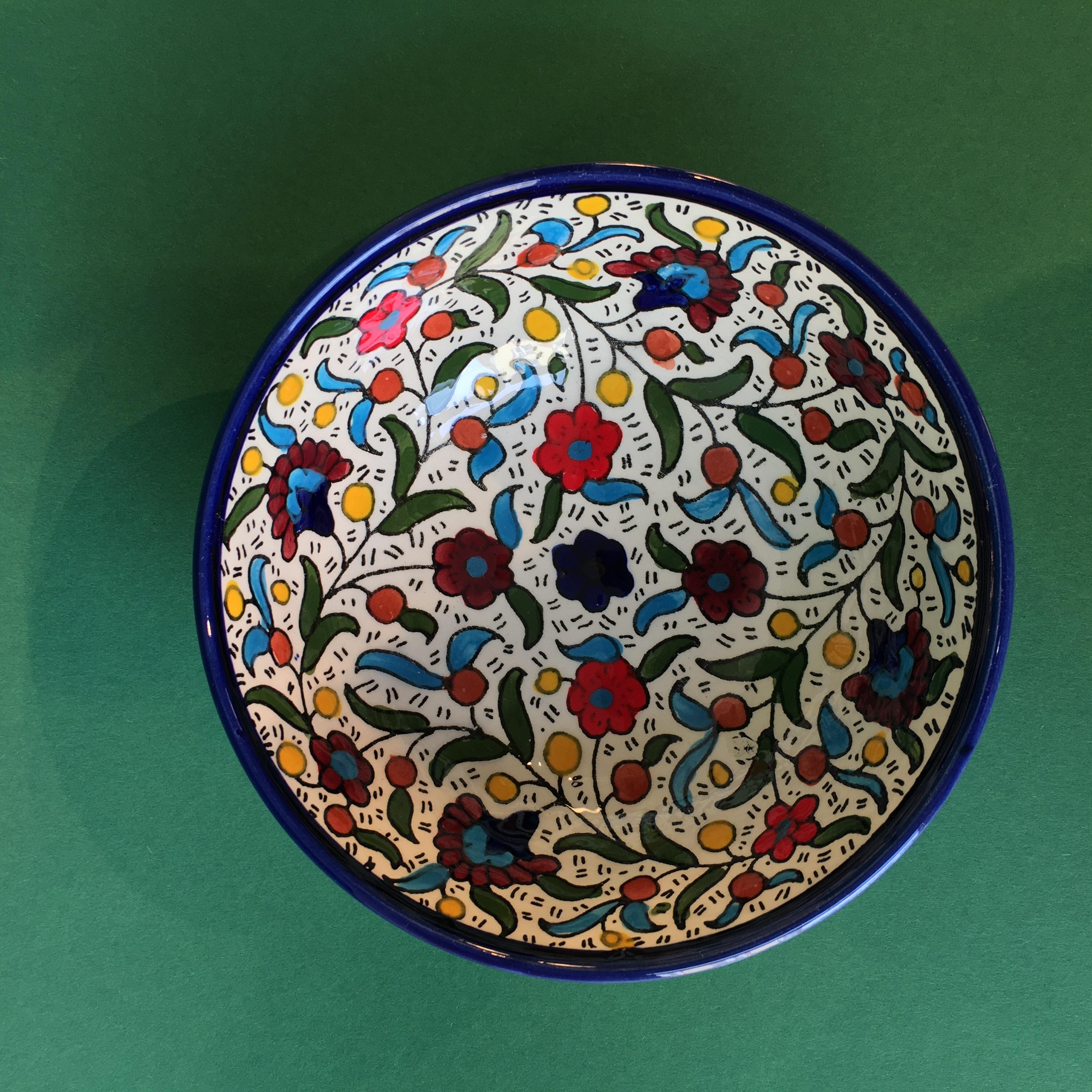 Mellomstor keramikkskål, flerfarg