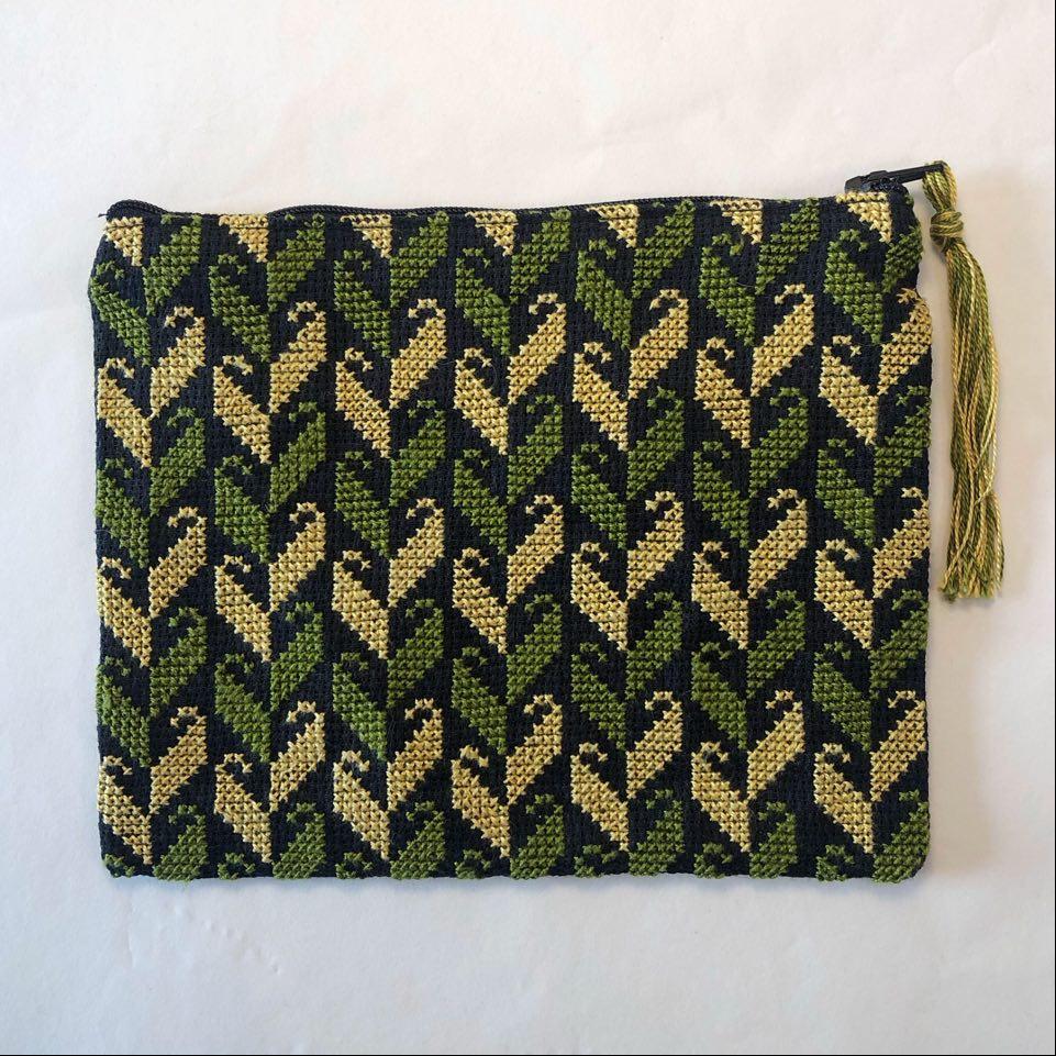 Stor brodert pung, svart og grønn