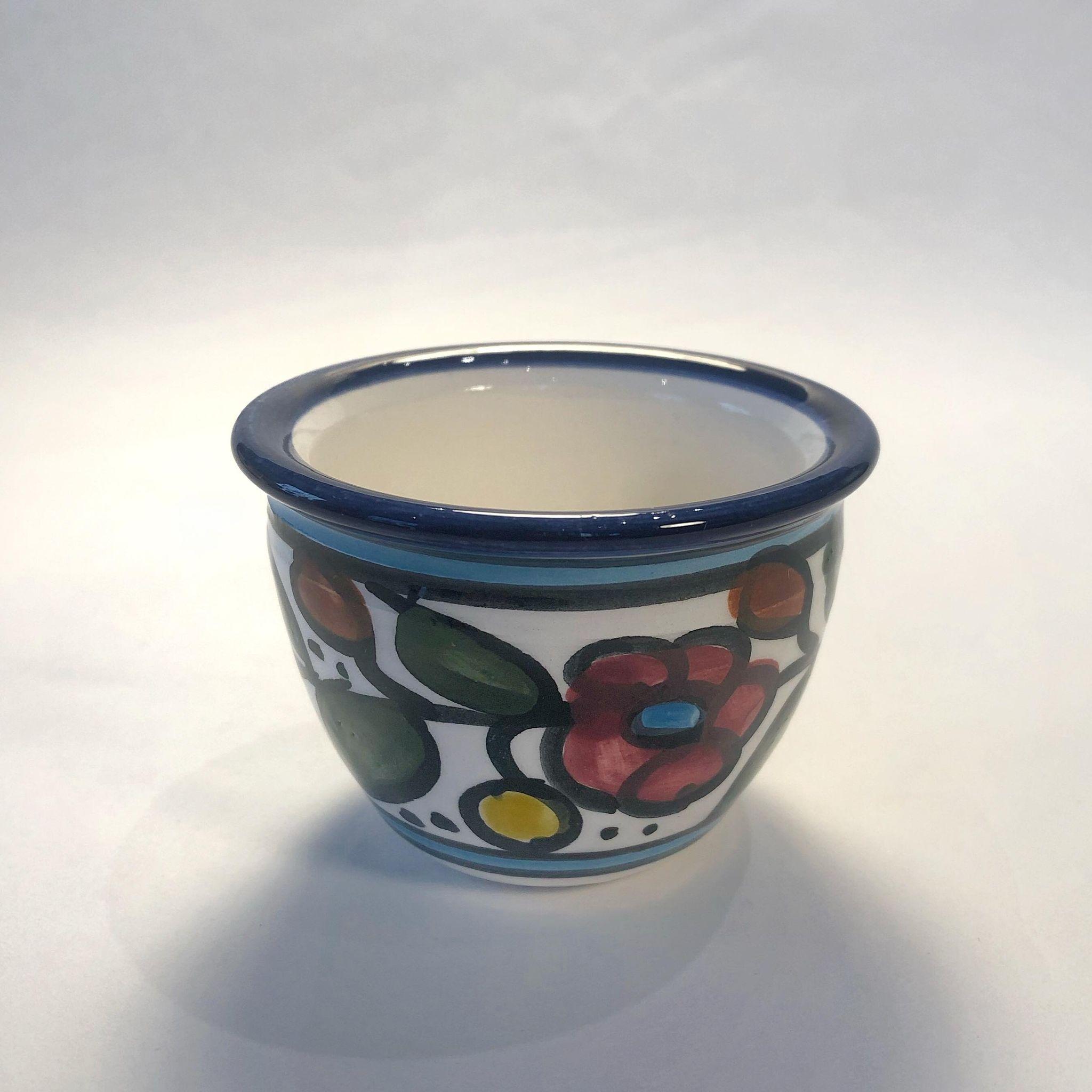 Arabisk kaffekopp, keramikk. Flerfarget