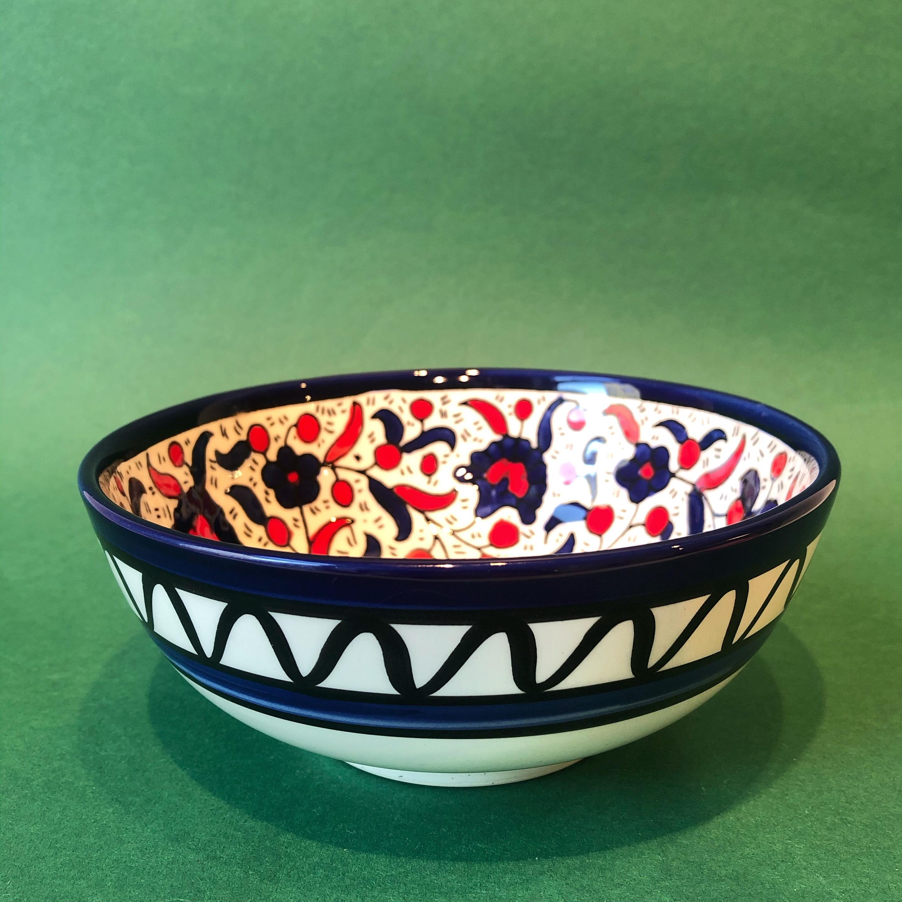 Mellomstor keramikkskål, blå og rød