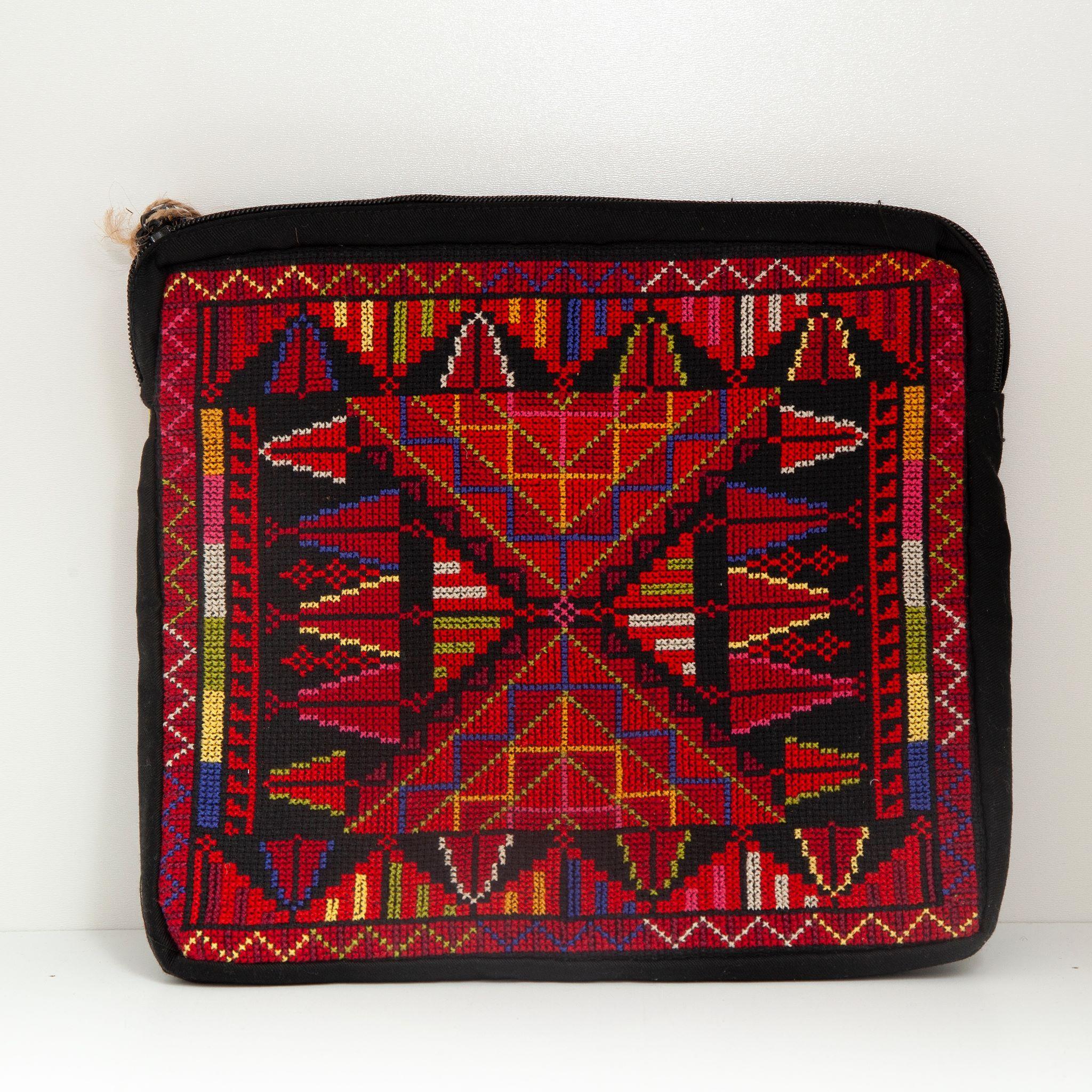 Brodert iPad-veske, svart og rød