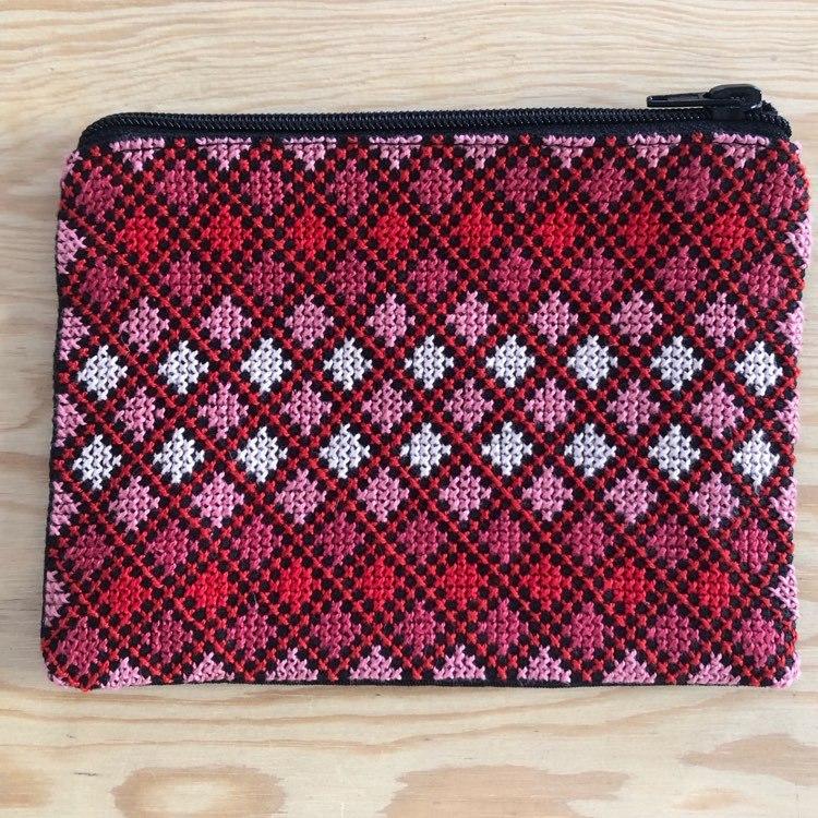 Mellomstor brodert pung, svart, rød og rosa