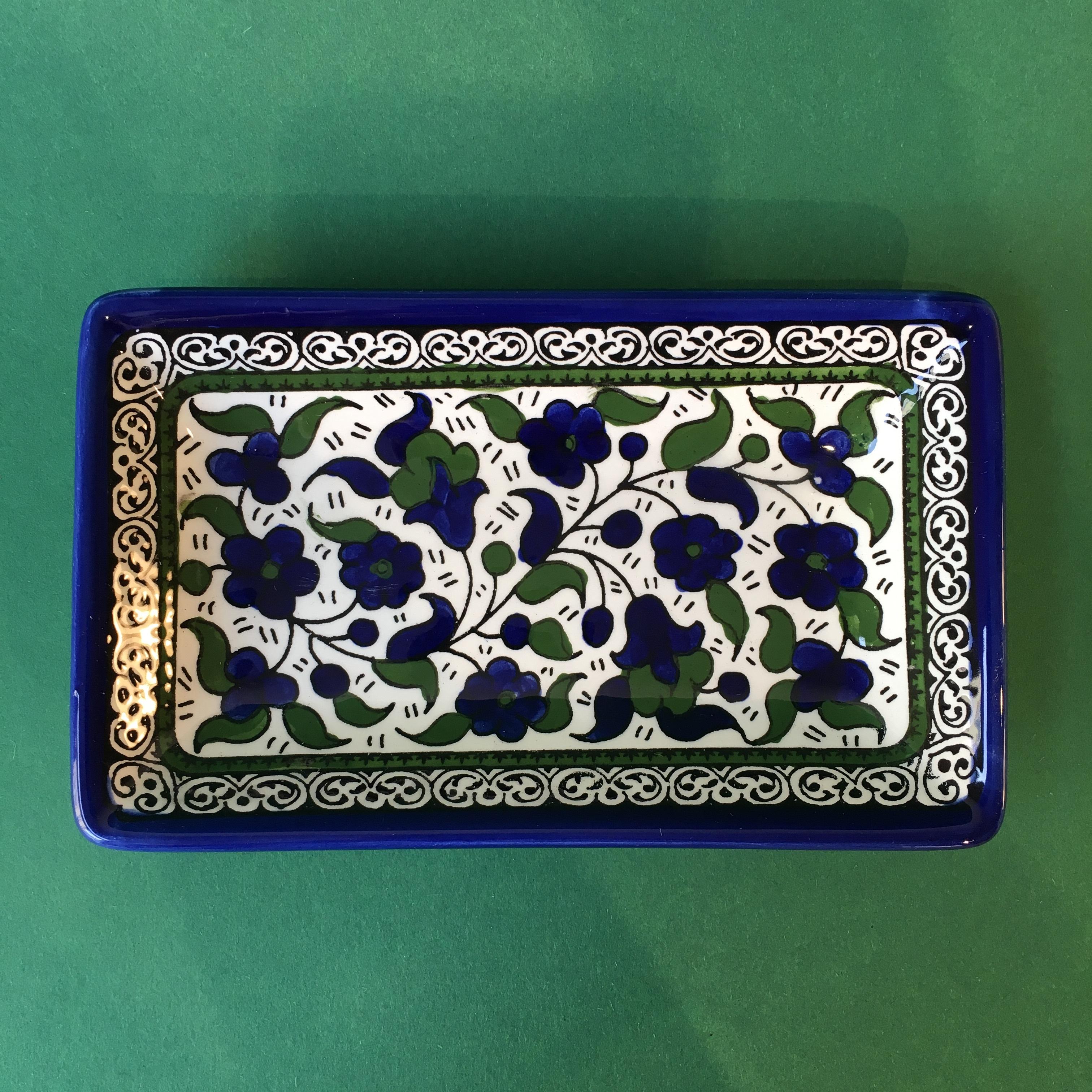 Firkantet keramikkskål, blå og grønn