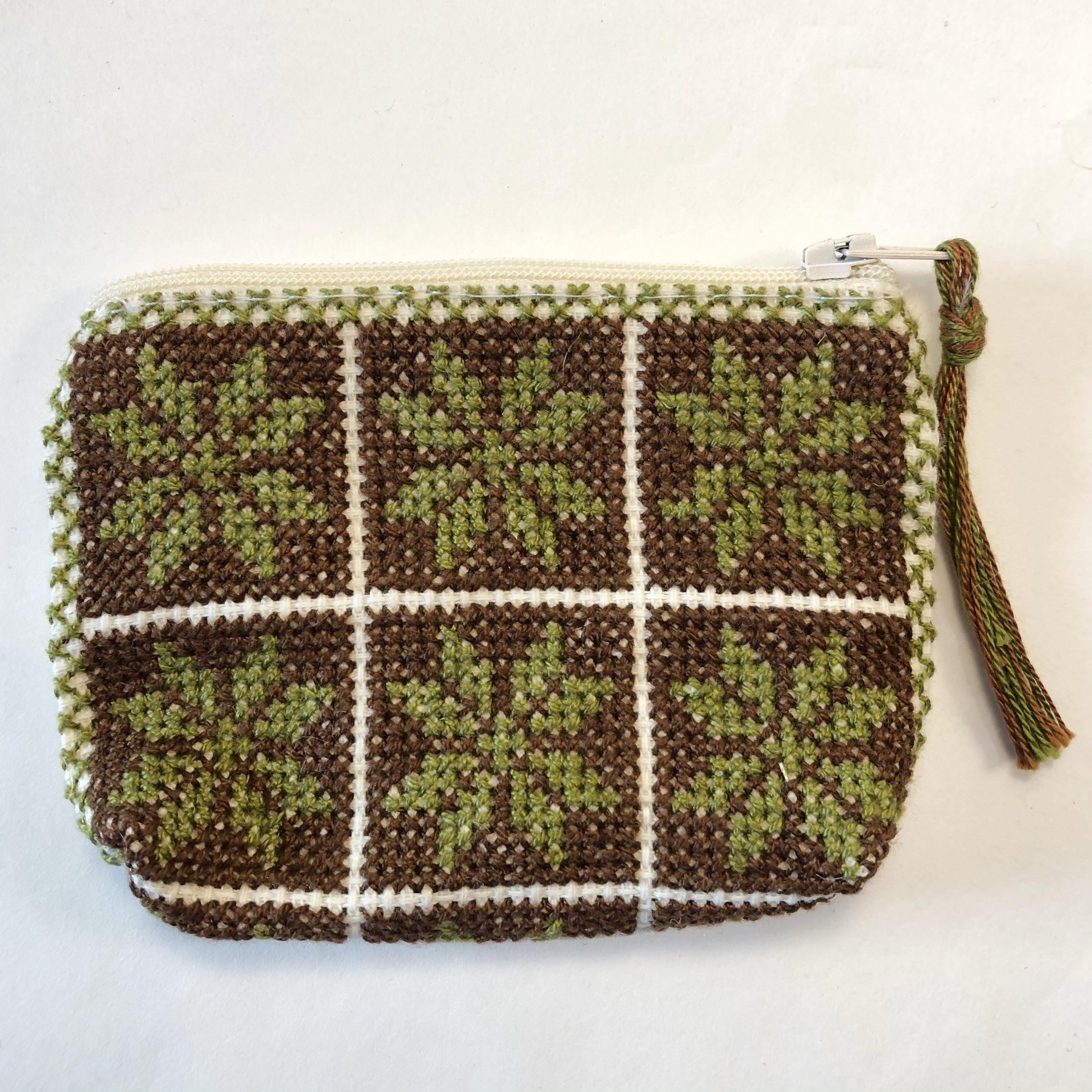 Liten brodert pung, hvit, brun og grønn