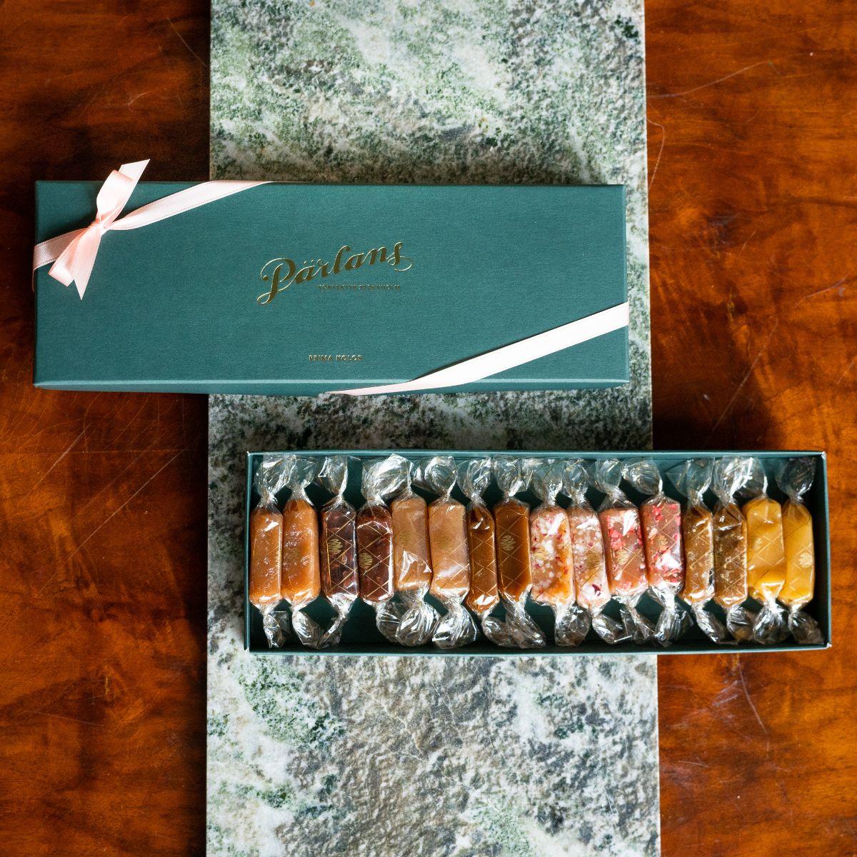 Pärlans - Gåveøskje med 16 karamellerh