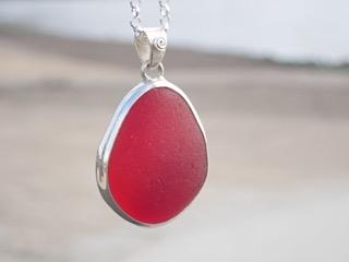 PE76 Eco-silver Sea Glass Pendant Seaham Large Red