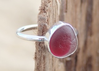 RE166 Eco-silver Sea Glass Ring Seaham Crimson and White UK L ½