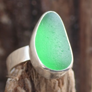 RE189 Eco-silver Sea Glass Ring Kelly Green