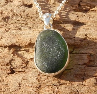 PE62 Sea Glass Pendant Forest Green Seaham