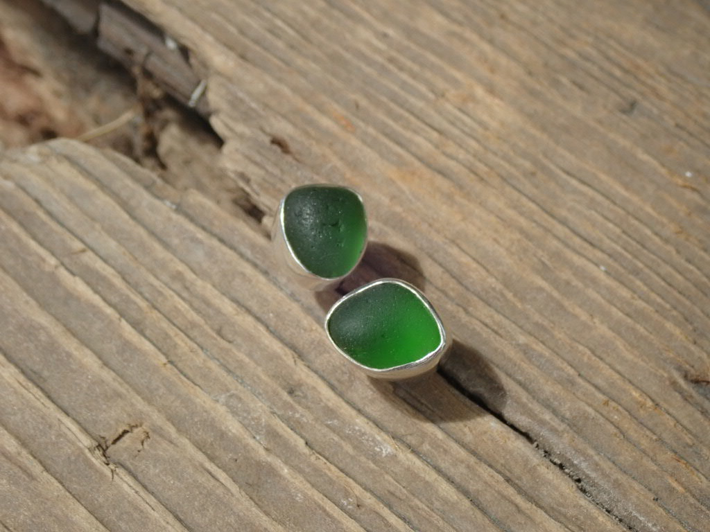 EST35 Sea Glass Earrings Seaham with Kelly Green Sea Glass