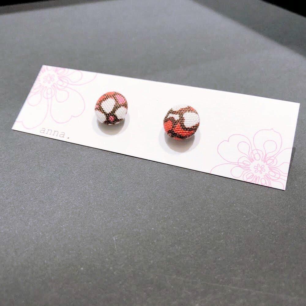 anna. earrings flower