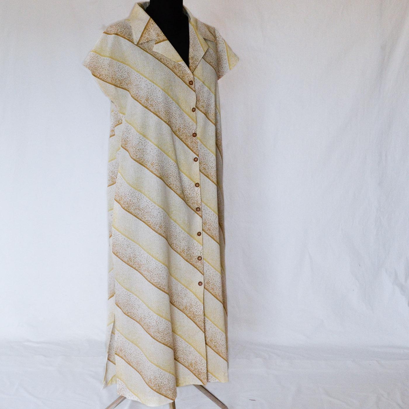 Skogsviol klänning. Storlek M