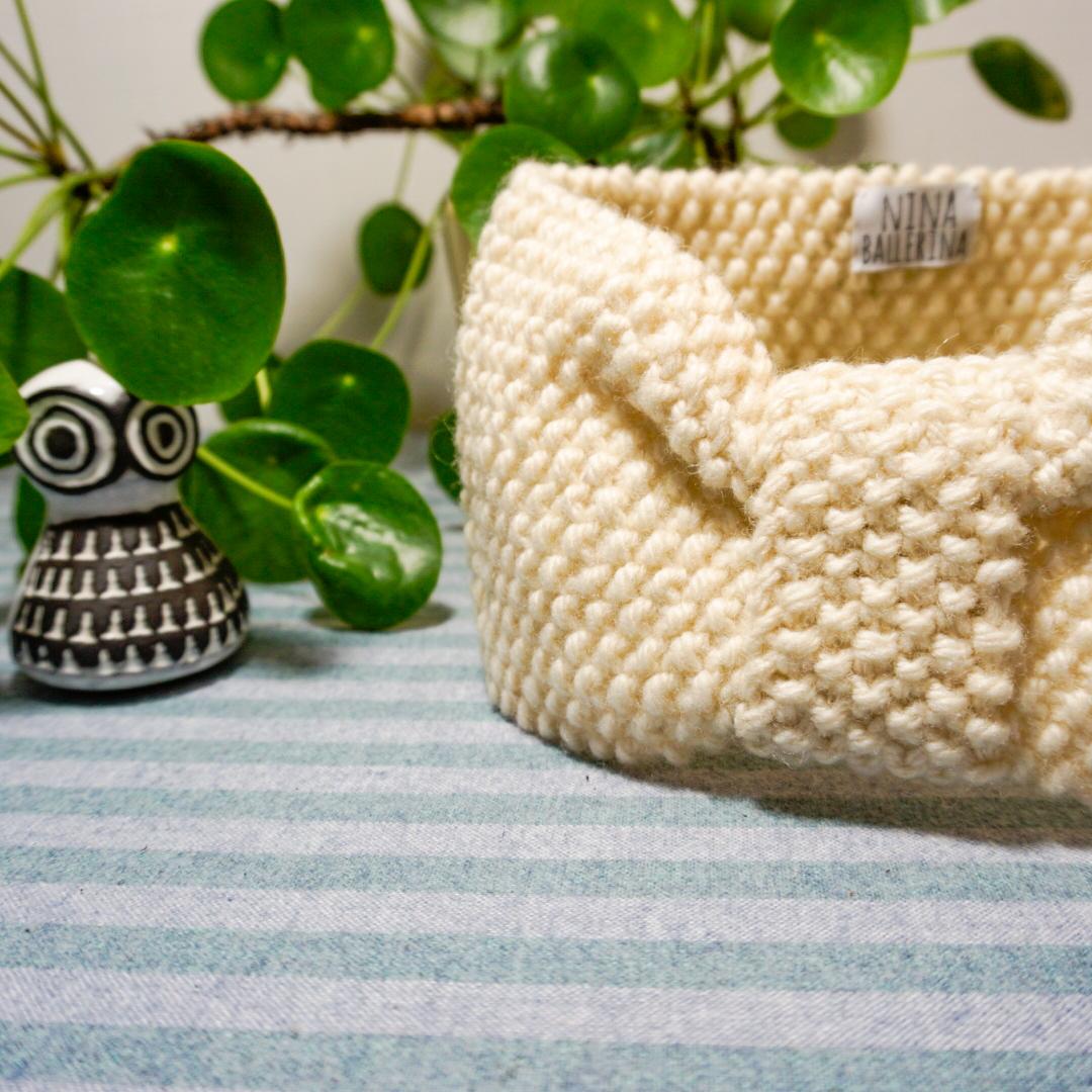 Handstickat pannband