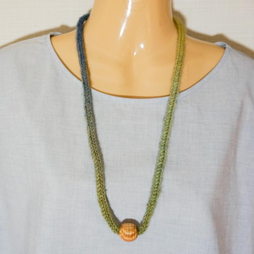 Stickat halsband