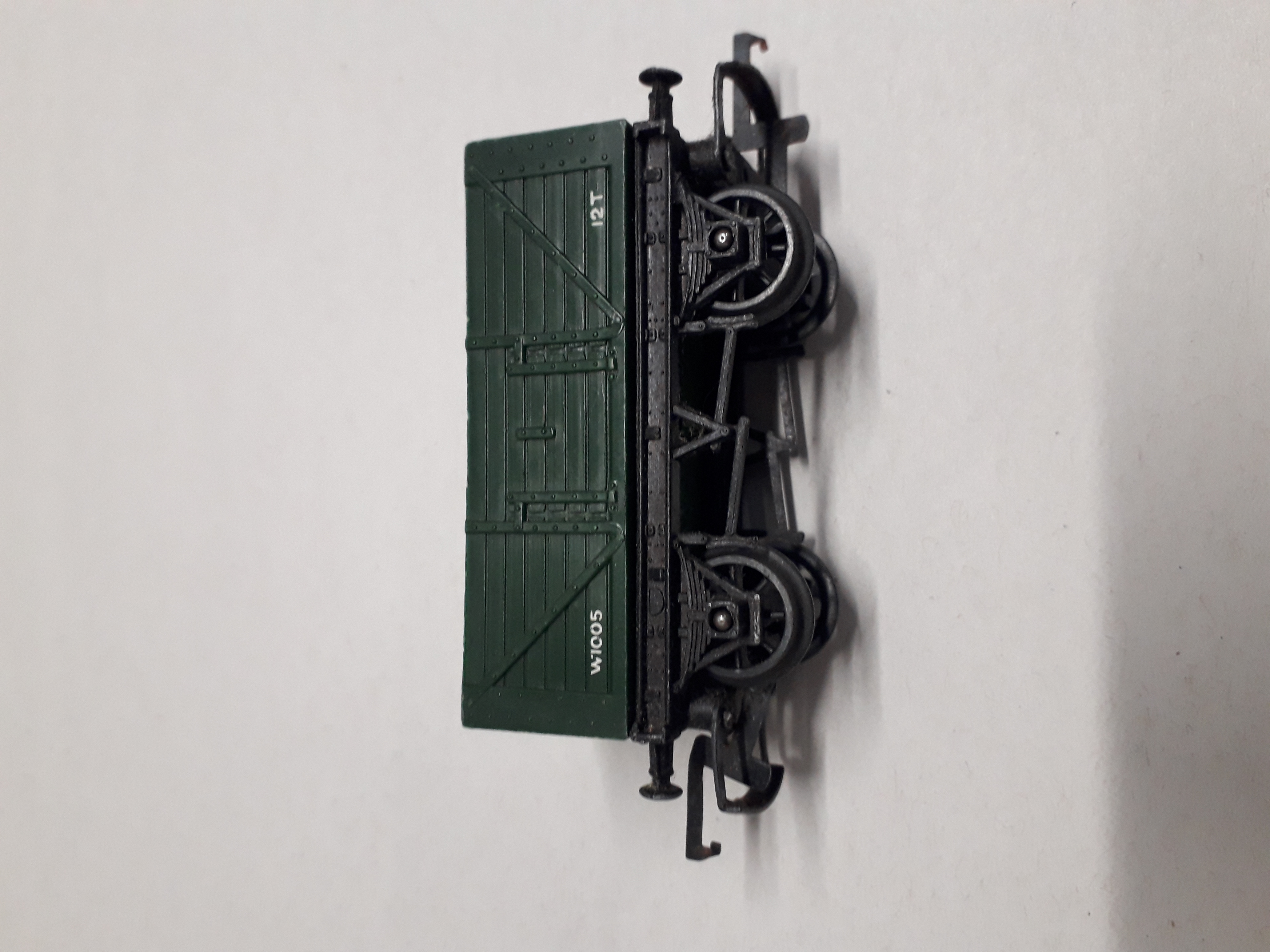 R10 Triang/Tri-Ang 7 Plank Wagon, 10ft Wheelbase, green, 7mm numbering W1005