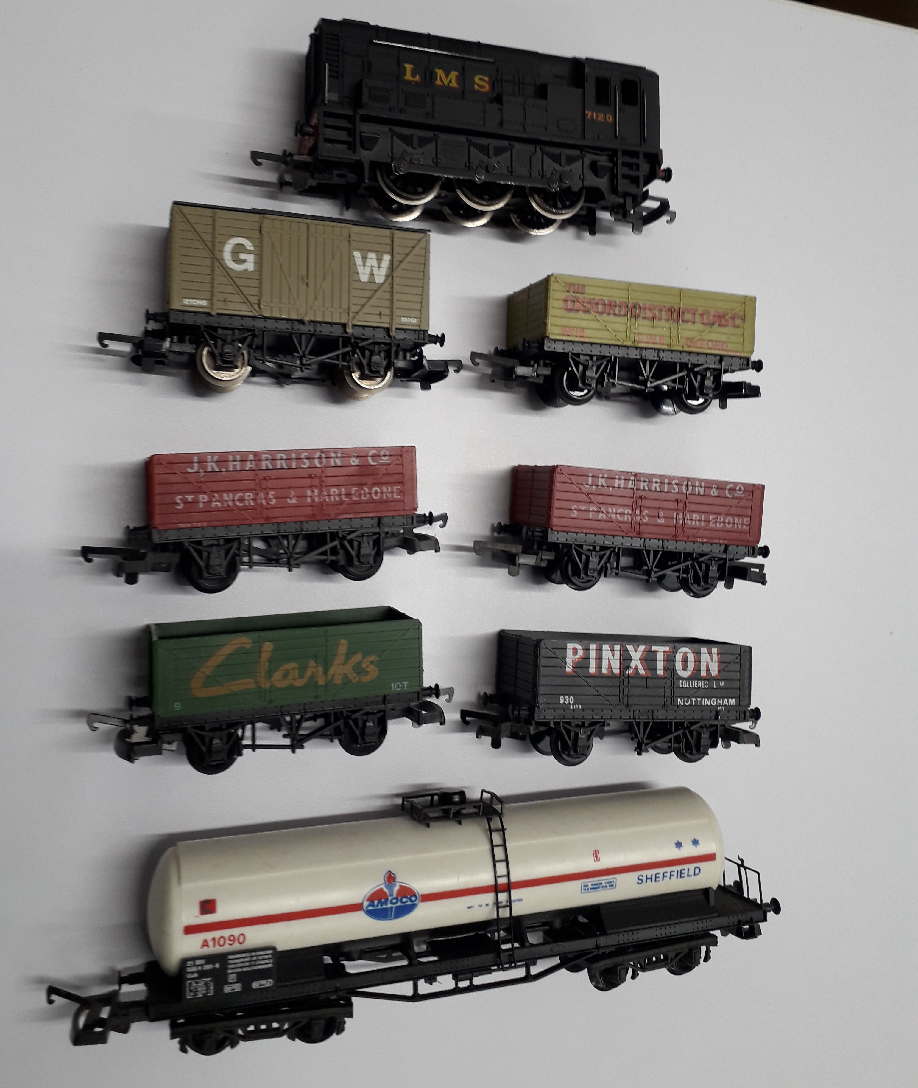 L205109 Pre-owned Lima Black 7120 Class 08 0-6-0 Diesel Shunter & 7 Lima Wagons (5x open plank private owner wagons, 1x van and 1x tanker)