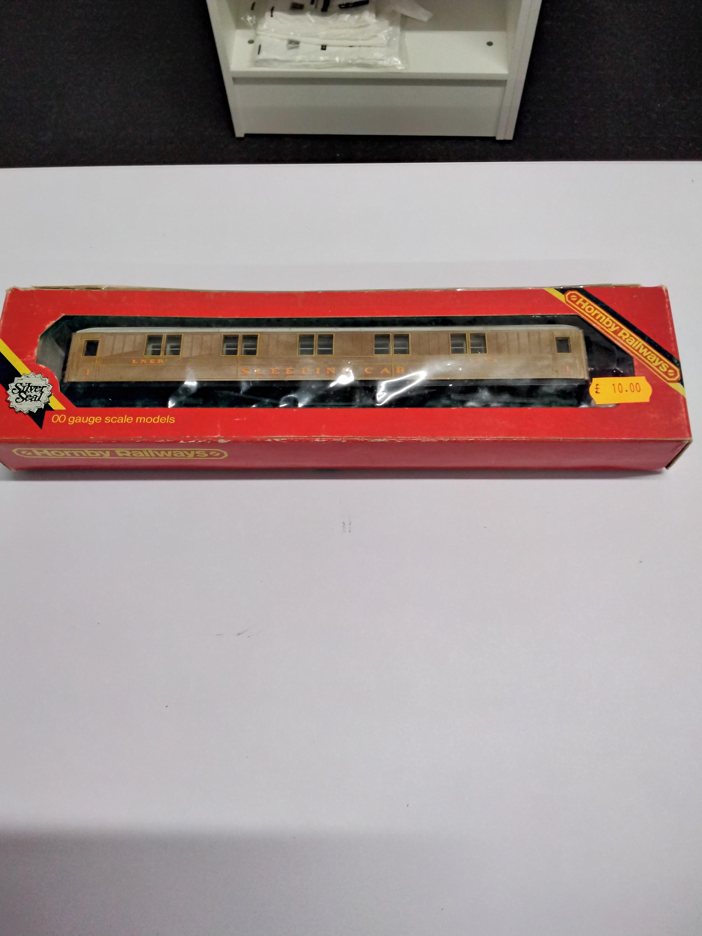 Hornby LNER Teak 1st Class Sleeping Car 1316