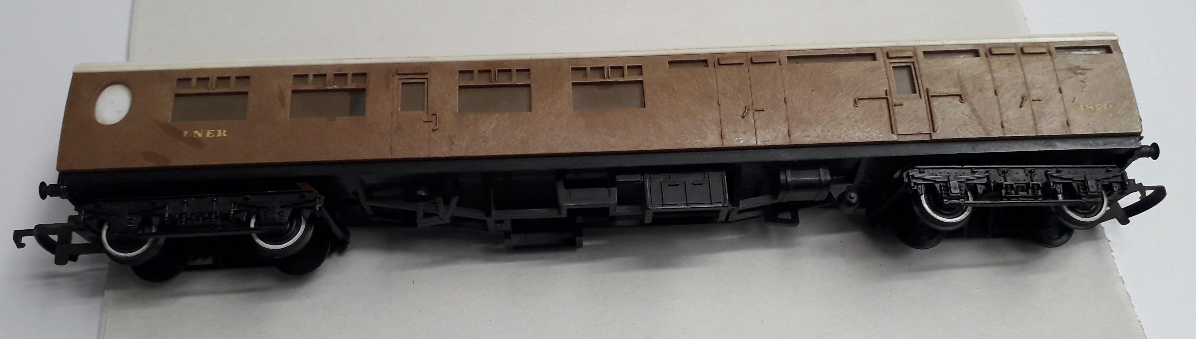 R746 Triang-Hornby LNER Thompson Brake End Coach 1870