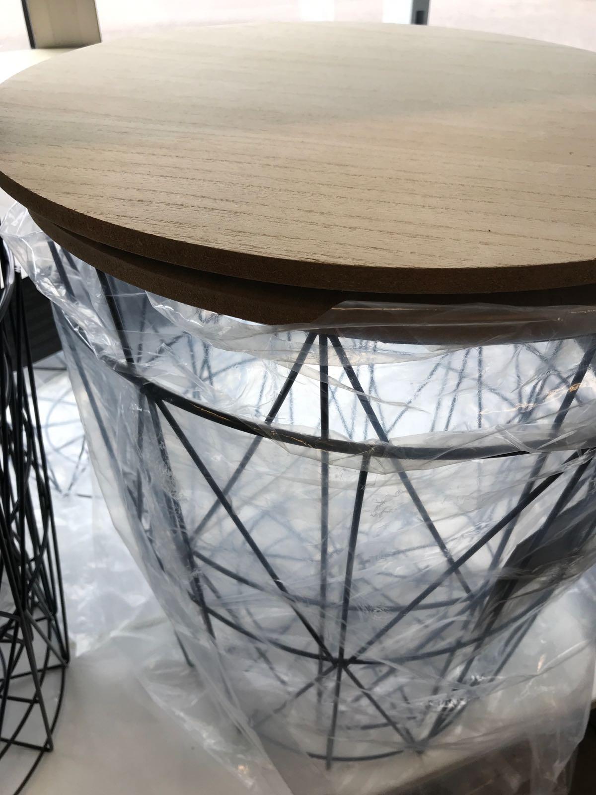 Cafébord svart metall med träbräda