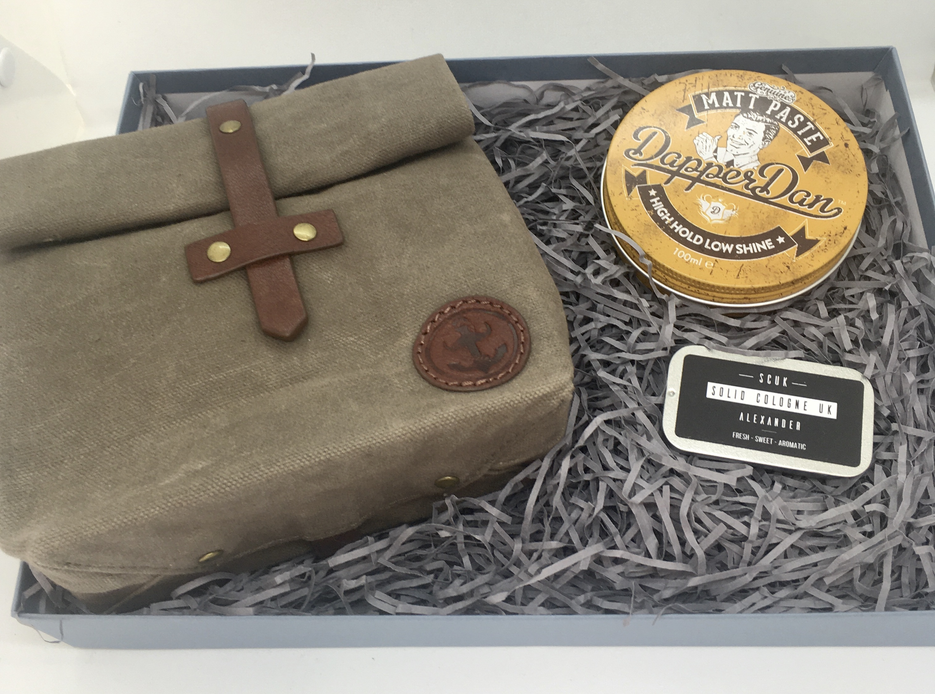 Solid cologne with wash bag and hair tin gift box