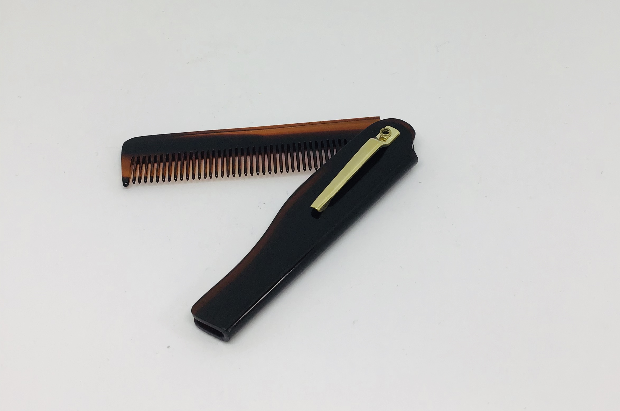 Morgan's foldable beard comb