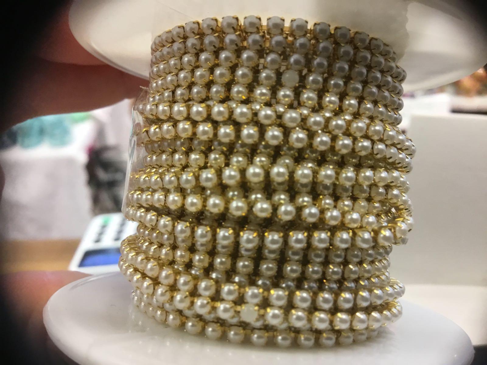 Perlebånd - Blingbånd  med gullfarget ramme og kremhvit perle  3mm bredde