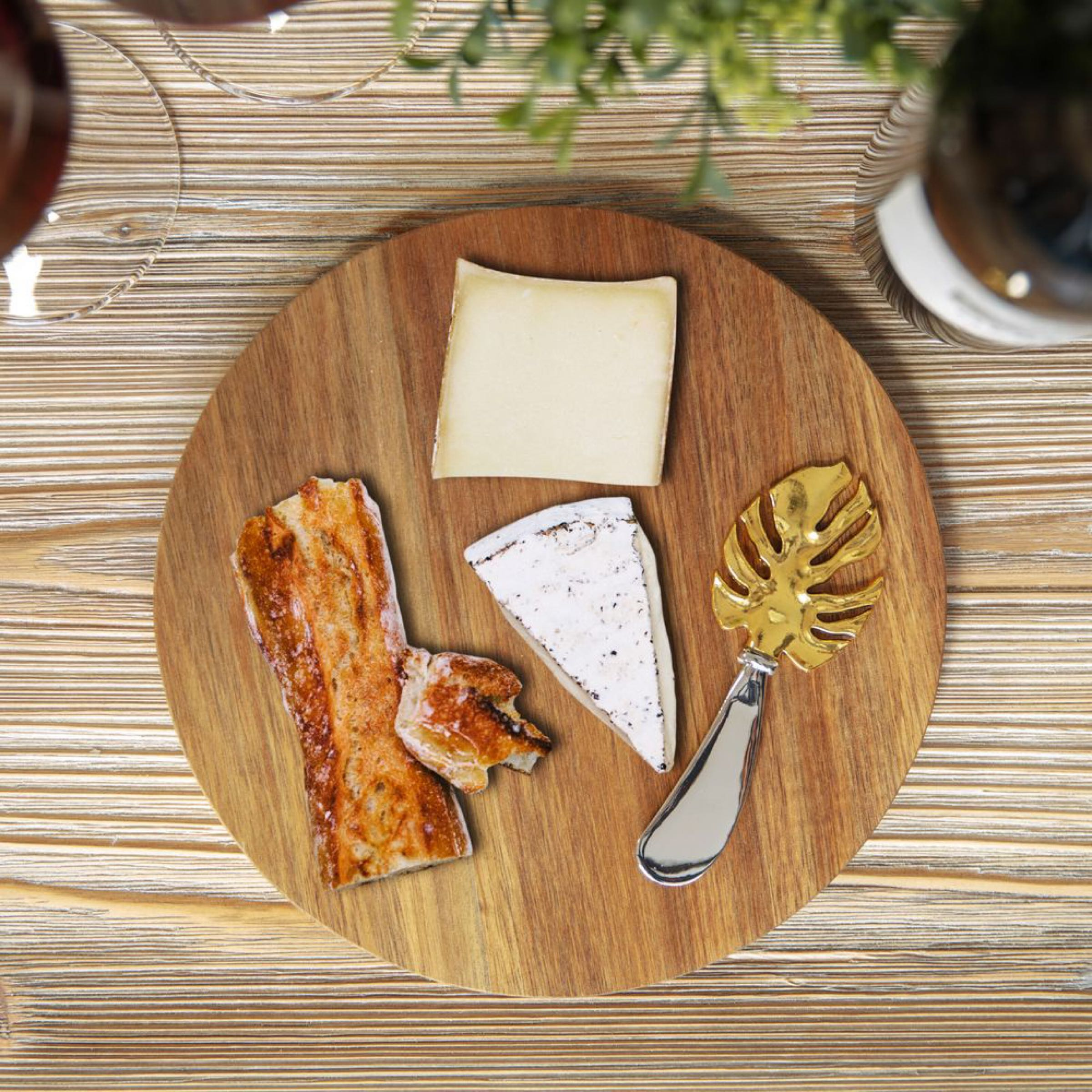 Round Acacia Cheese Board with Leaf Design Spreader